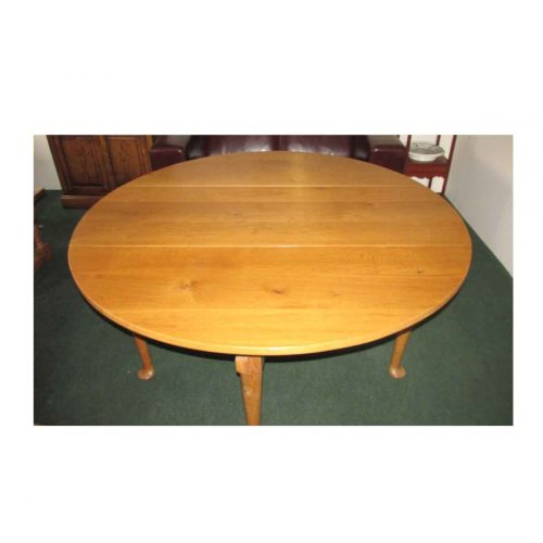 Pad-foot Gate-leg dining table